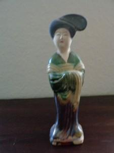 Hofdame, dreifarbig glasiert, Tang-Dynastie, Xi'an