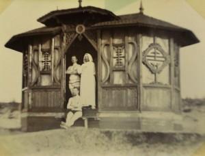Heinrich Eilers und Freunde am Strand von Qingdao